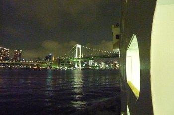 42夜空のトランペットの曲が流れ竹芝桟橋接岸準備.JPG