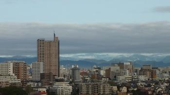 雲垂れ込めて天空は青空.JPG